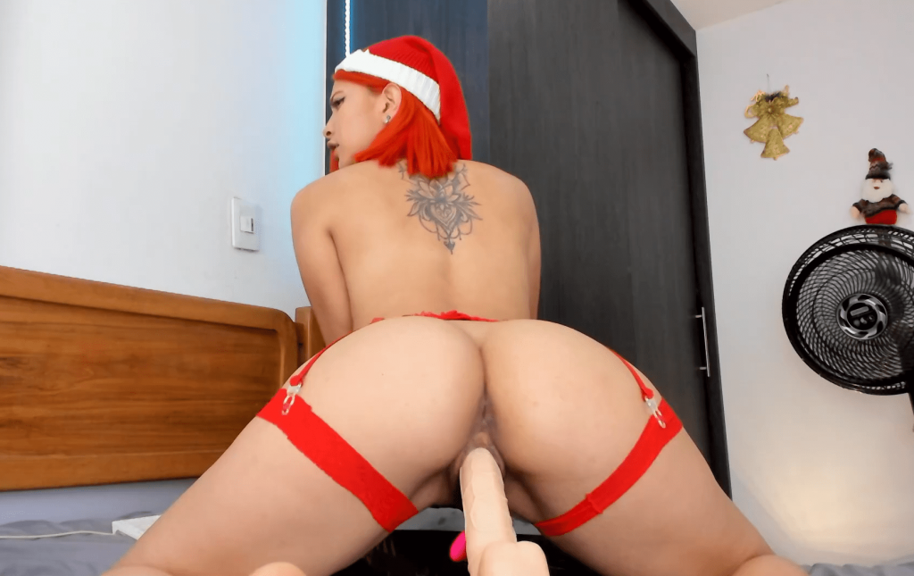 Hot Camgirl Anna_Wells riding dildo in Santa hat live on CamStarz.co.uk